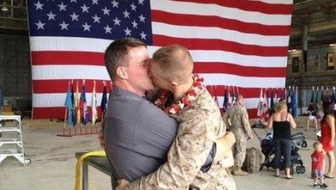 Photo of Marine Kissing Boyfriend Goes Viral