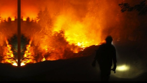 Yosemite Fire Blazes On
