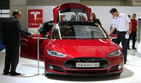 Tesla Model S: The 5 Star Electric Car