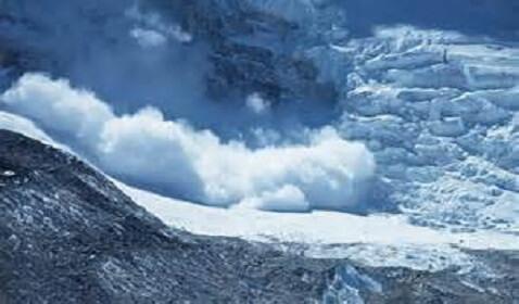 Avalanche at Mount Everest Kills 12 Guides, 4 Still Missing