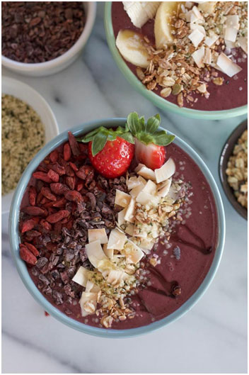 10 Gorgeous Superfood Smoothie Bowls to Upgrade Your Mornings