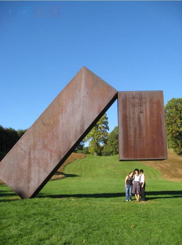 """Suspended"" Statue"